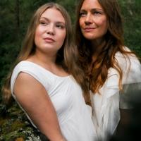 Kuva: Tiina Lämsä Hiukset/meikki: Hiusmeri, Sara ja Päivi